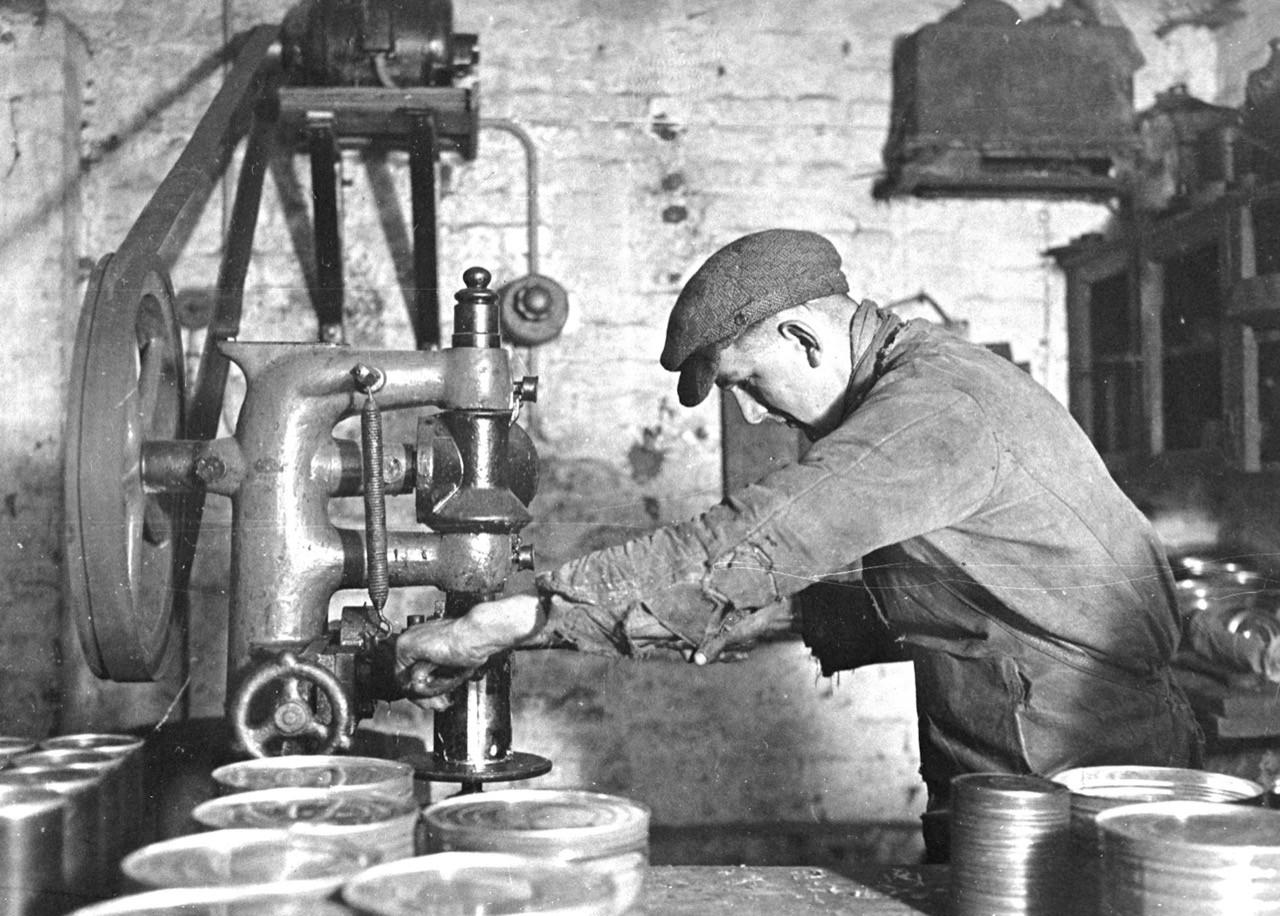 BU: Dosenverpackraum der Firma Wehrhagen, Sonninstraße 22, 1928.