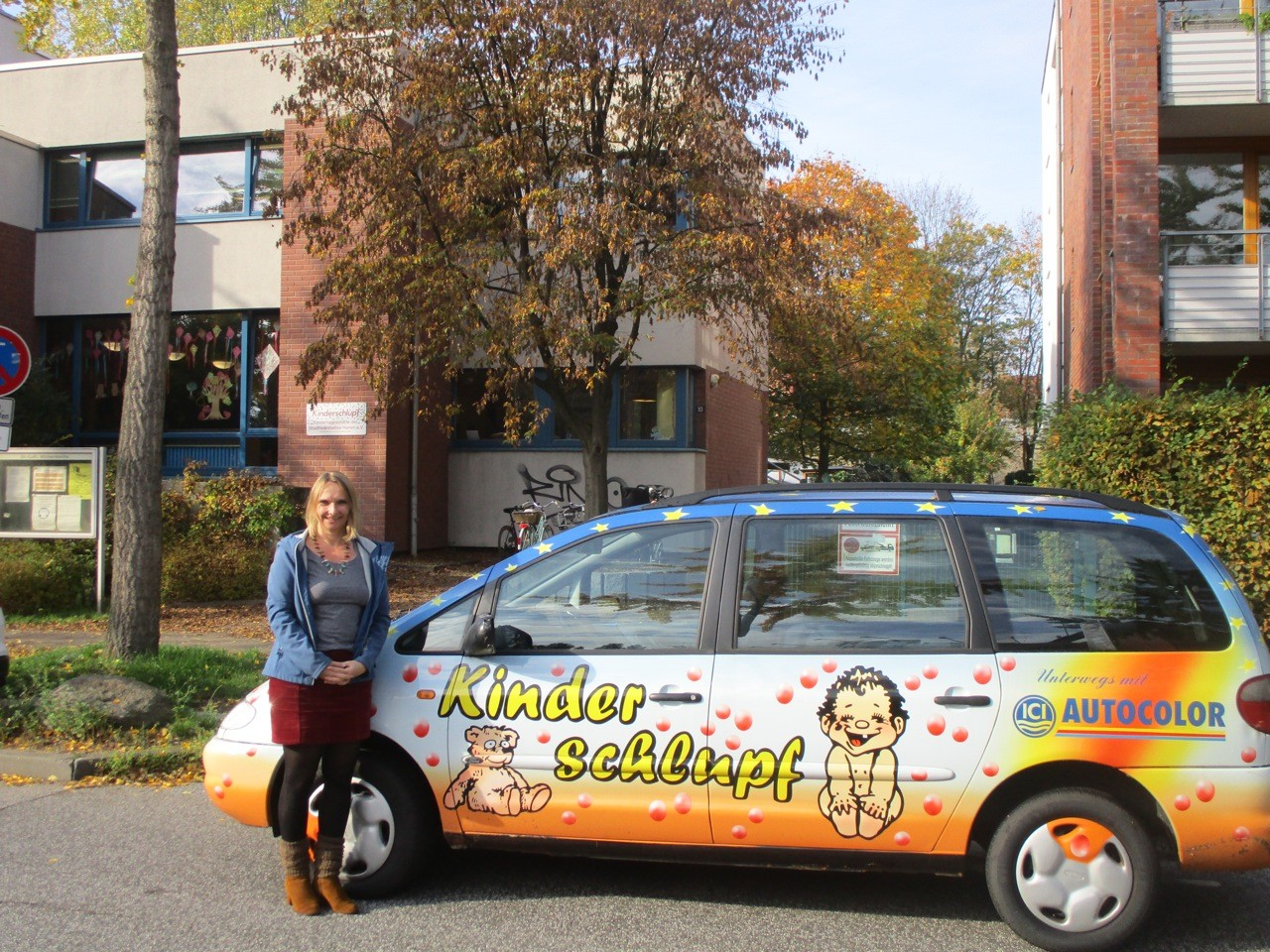 Leiterin Anja Stegemann vor dem Kinderschlupf.